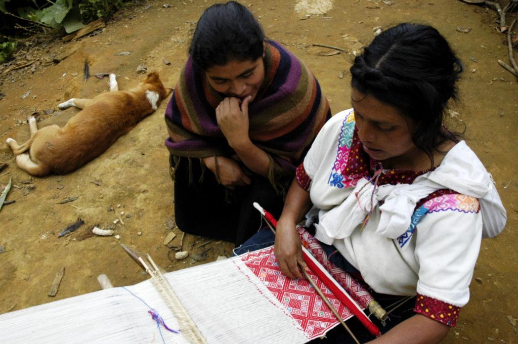 donne maya messico telaio