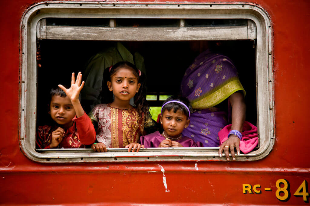 sri lanka bambini treno