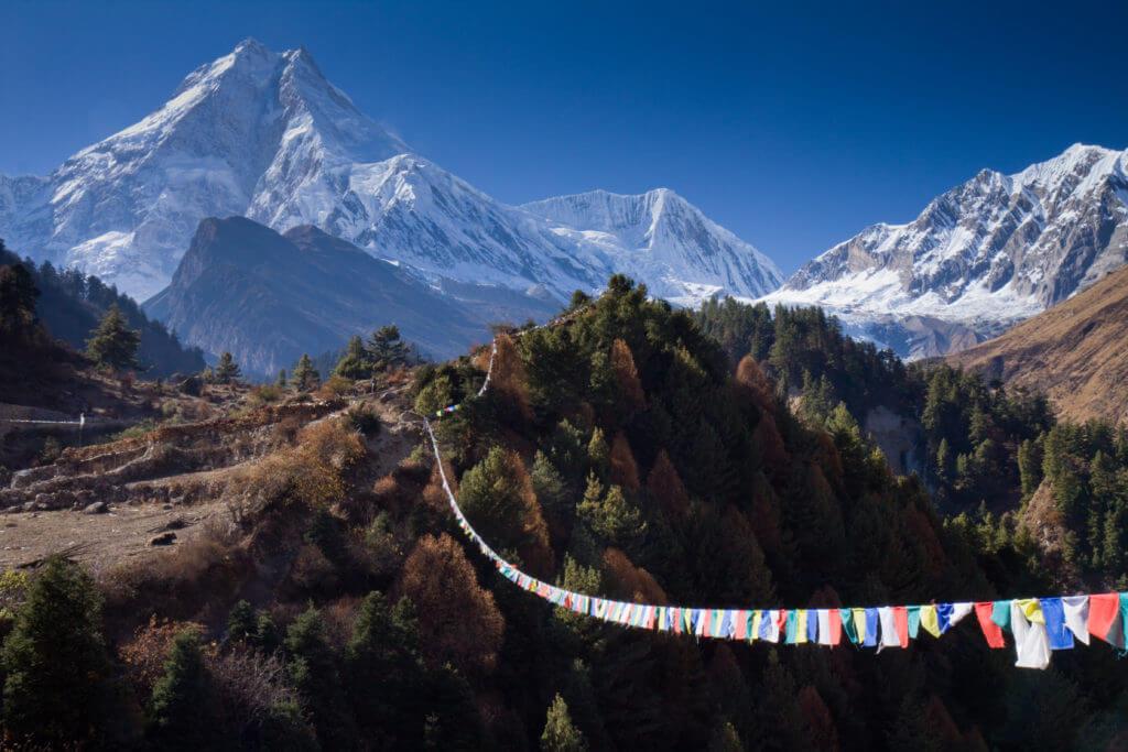 nepal montagne bandiere