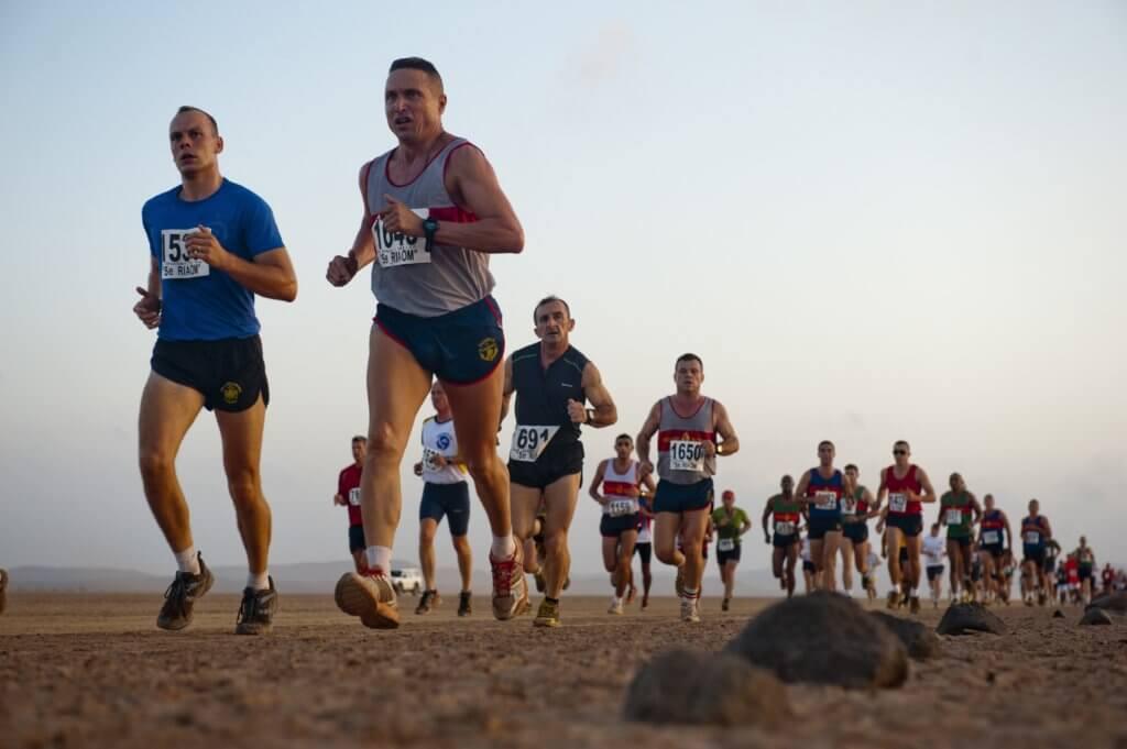 runners deserto corsa